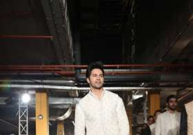 Varun Dhawan walked the ramp for designer Kunal Rawal. It- India Tv