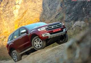 6.) Ford Endeavour: The Endeavour is popular among the country's SUV-lovers for its feature-loaded, plush nature that helps it stand out against competition. Another USP is the wide range of powertrain options that stretches up to the brawny 3.2-litre pot.