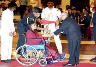 Wrestler Vinesh Phogat received the Arjuna Award from President Pranab Mukherjee. She had to pull out of the Rio Games after suffering an unfortunate knee injury during a bout.