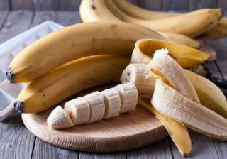 Banana: This fruit contains potassium which hydrates and moisturises dehydrated skin with Vitamins E and C that promote glowing skin. It reduces the skin dullness during winter. It also helps in keeping the skin moisturised.