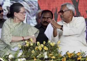 File pic of Sonia Gandhi and Nitish Kumar - India Tv