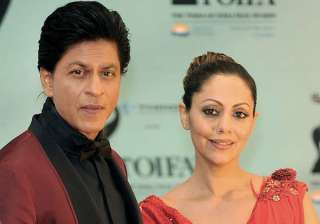 Shah Rukh Khan with wife Gauri - India TV