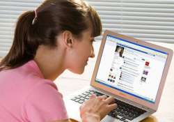 facebook leading women to eating disorders survey
