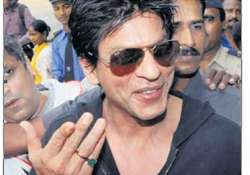 for good health srk wears an emerald ring
