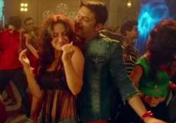 watch kapil elli s sizzling chemistry in party number bam