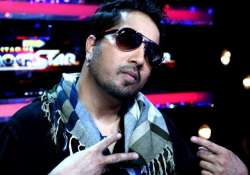 from kiss scandal to delhi slapgate mika singh s top 4