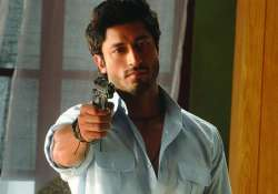vidyut jamwal not rich spoilt brat says mother
