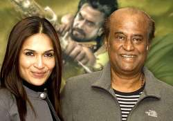 dad is shouldering kochadaiiyaan totally soundarya