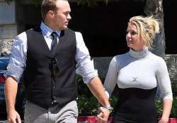 britney spears set to marry beau david lucado in hawaii