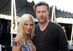 tori spelling announces she s expecting her fourth child