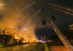 building on fire shuts down los angeles freeways