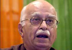 advani says upa is on suicidal path predicts early polls