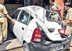 rowdy elephant smashes car in jaipur
