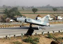 iaf fighter jet lands at yamuna expressway as part of trials