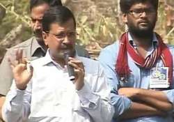 kejriwal meets agitating students attacks irani for caste