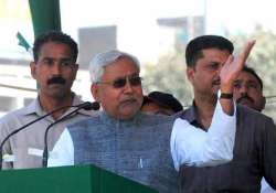 bihar polls nitish kumar shown slippers at election rally