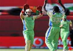 gayle dilshan steer rcb to easy win against kochi tuskers