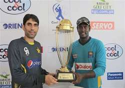 pakistan wins toss elects to bat in first test