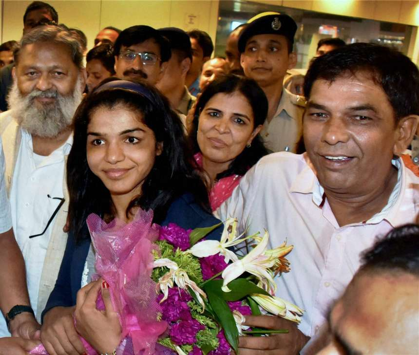 Sakshi was greeted by her parents and relatives at the airport after she touched down in the Capital at the wee hours.