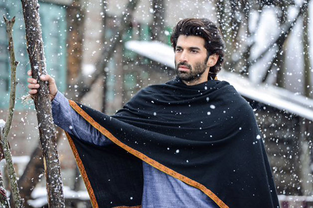 Aditya Roy Kapur holds the genes of a Punjabi father and a Jewish mother. His father, who served the Indian army met his wife Salome Aaron during his posting in Kashmir. Aditya's mother had also won Miss India in 1972 and turned into a choreographer later.