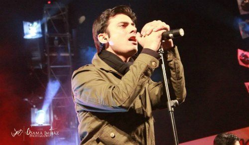 Apart from acting, Fawad can do wonders with a mic as well. He was the member of a band called 'Entity Paradigm'. The band released their debut movie in 2003, Irtiqa, after which they disbanded looking for other opportunities.