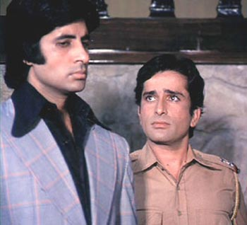 Deewar: Shashi Kapoor did complete justice to the character of Ravi. Though, Amitabh was lauded for his cheeky one-liners, Shashi Kapoor bagged the Filmfare Award for the Best Supporting Actor.
