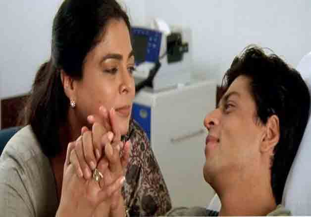 The veteran actress amazed people when she portrayed the role of a mother, whose son was suffering from cancer. The film was Kal Ho Naa Ho and the actor was none other than Shah Rukh Khan.