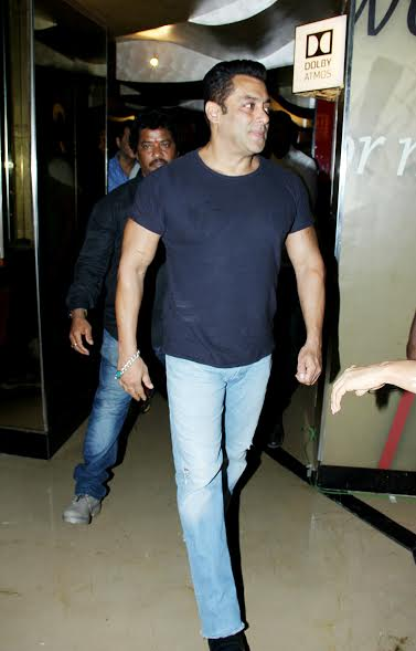 Salman donned a causal look at the launch. The black t-shirt and blue denims looked perfect on him.