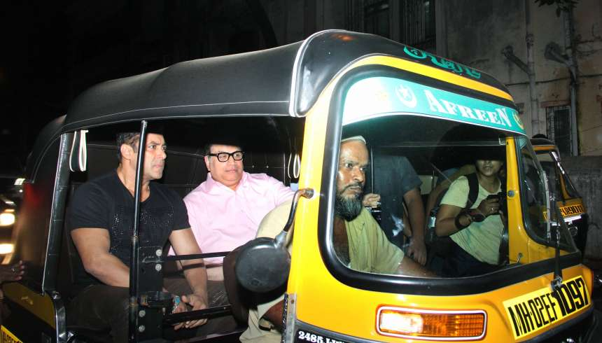 As part of his film promotion, Salman went on an autorickshaw ride and met with his fans too. It turned out to be surprising moment for all the Salman's fans.