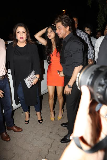 Farah Khan, Shahrukh Khan and Suhana were seen sharing a photograph.