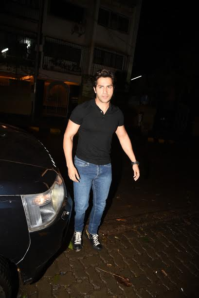 Varun looked dapper in black tee and blue denims. This time he went for a casual attire. The actor is currently occupied with the work of Judwaa 2 alongside Jacqueline Fernandez and Taapsee Pannu.