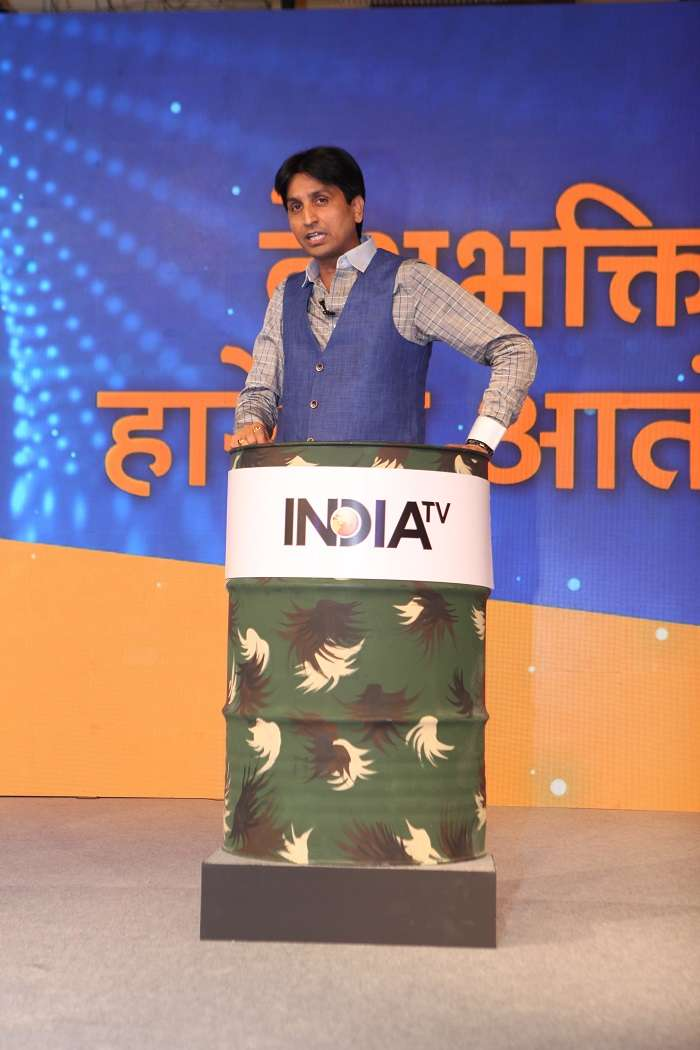 I had congratulated PM Narendra Modi when he met jawans on the occasion of Diwali. But I will speak when attacks like Uri take place and the govt remains in idle mode, says Kumar Vishwas.