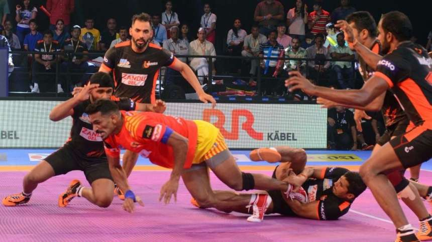 Gujarat Fortunegiant's raider manages to escape the U Mumba's defence to claim a point.