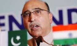 Former Pak high commissioner takes on Imran Khan; calls