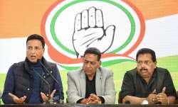 Former Delhi Congress chief Subhash Chopra (centre) and