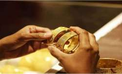 Gold jumps Rs 723 on global cues