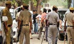 UP: 2 cops injured in attack by locals while trying to arrest robbery accused