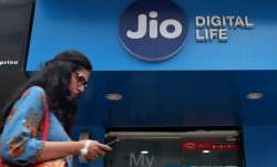Jio-RCom spectrum sharing deal not connected with AGR liability: Sources