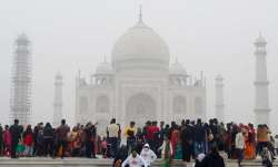 Dense fog blankets northern India