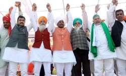 Rohtak: Farmer leaders Rakesh Tikait, Gurnam Charuni,