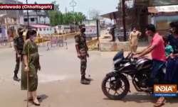 dantewada dsp, shilpa sahu, dsp shilpa sahu, dantewada pregnant dsp manages traffic, dsp shilpa sahu