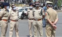 Maharashtra: Man reaches police station with knife stuck in stomach