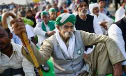Farmers 'reinforce' protest site to guard against rain,