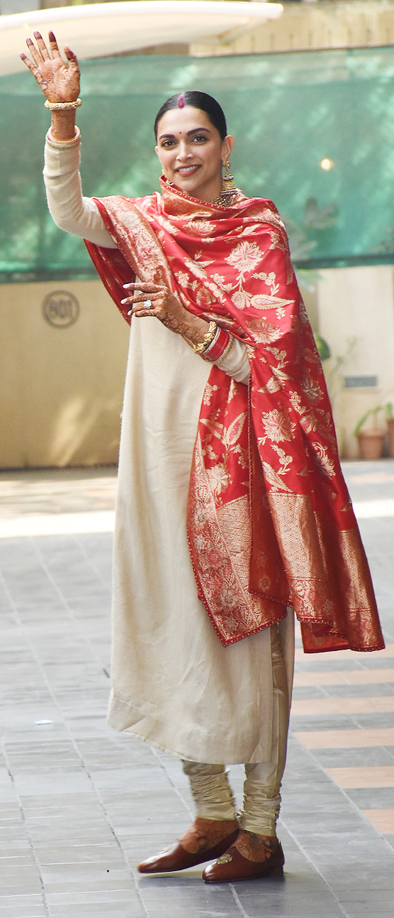 Photo Gallery: New bride Deepika Padukone at Ranveer Singh ...