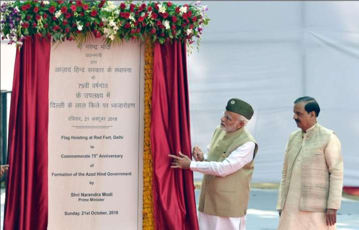 Prime Minister Narendra Modi unveils a plaque as Minister
