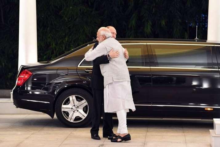 PM Modi receives Russian President Vladimir Putin at his