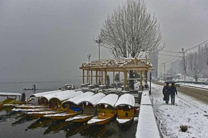 Srinagar recorded a minimum temperature of minus 2.0
