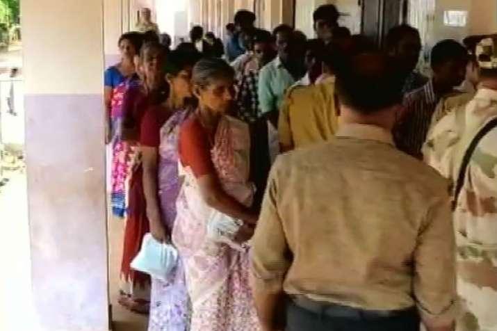 People casting vote in Wayanad