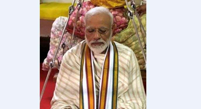 Prime Minister Narendra Modi prays at Sri Krishna Temple
