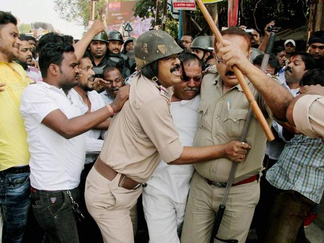 BJP workers, police personnel clash / Representational